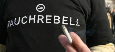 Puff-happy Berlin flouts smoking ban