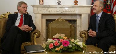 Bildt to break ice with Kosovo visit