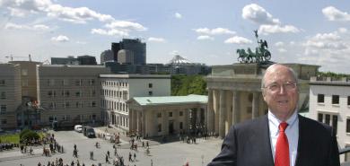 US Embassy returns to historic Berlin site