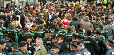 Thousands protest neo-Nazi party rally in Bamberg