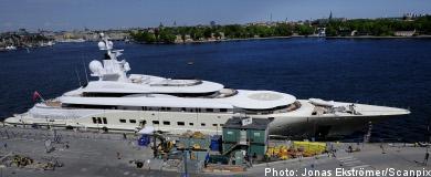 Billionaire Abramovich docks in Stockholm