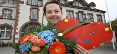 German flower rebels defy Mother's Day ban
