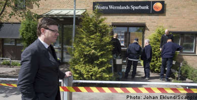 Armed robbers hit two banks in western Sweden