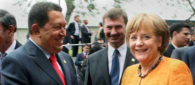 Merkel awarded Peruvian gold medal at Lima Summit
