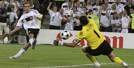 Lahm shoots Germany into Euro 2008 final