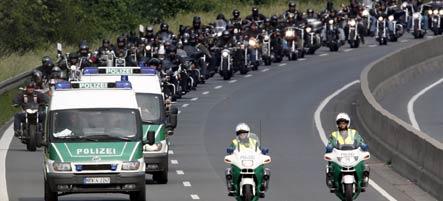 German biker gangs descend on murder trial