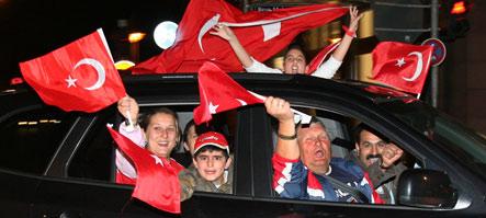 Turkish-Germans celebrate Turkey's quarterfinals entry