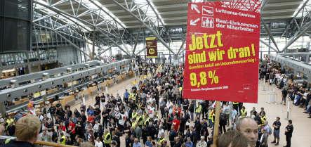 Lufthansa workers strike in Frankurt and Düsseldorf