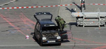 Man breaches Obama barricades in Berlin