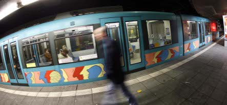 Girl gang attacks Munich man for talking on mobile too loudly