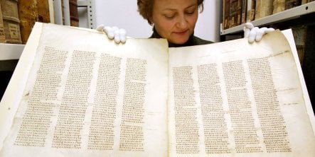 Leipzig University puts 4th century bible online