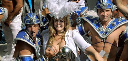 Record 1.6 mln partyers heat up Love Parade