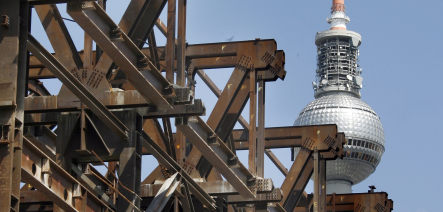 Former East German parliament steel headed to Dubai