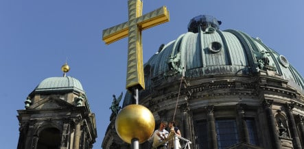 New golden cross to decorate Berlin Cathedral