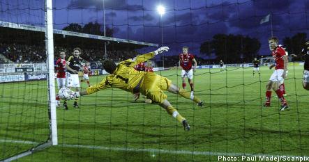 Kalmar defeat AIK to stay on top