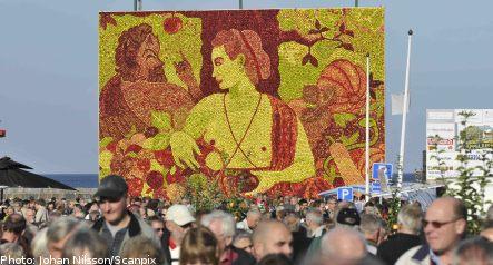 Record crowds greet Kivik apple market