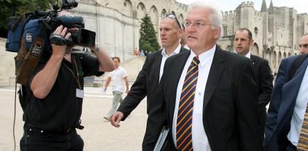 Steinmeier takes position to lead SPD