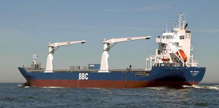 Somali pirates release German ship