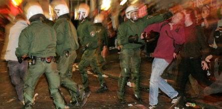 1,000 police sent into Hamburg riots