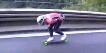 Police hunt for speedster autobahn skateboarder