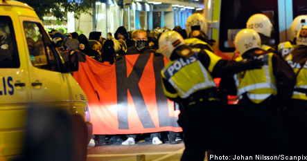 Demonstrators battle police in Malmö