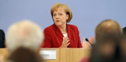 Merkel pushes bank rescue to avert wider financial crisis