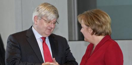 Fischer blasts Merkel's financial firefighting