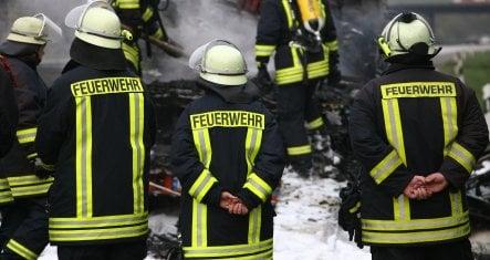 Man ignites own flat to see neighbours burn