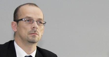 Left party MP backs off wikipedia.de ban