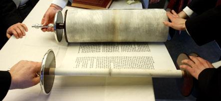 Berlin returns stolen Hebrew manuscript