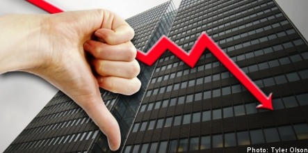 Confidence in economy hits record low
