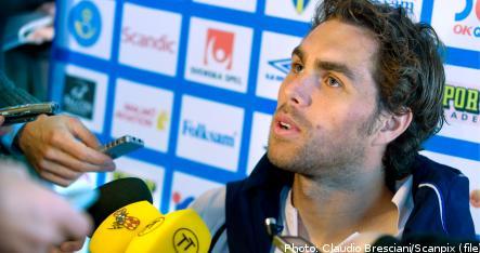 Sweden's Elmander piles pressure on Keane