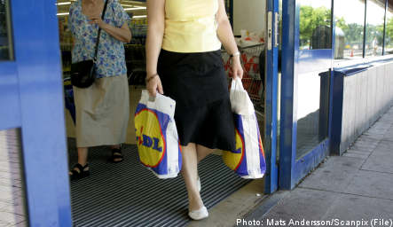 Lidl issues scavenger poisoned food apology
