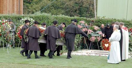 Widow asks grave robbers to return billionaire's body