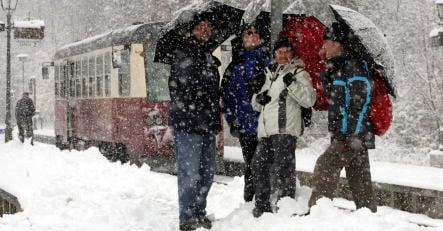 Arctic storm bringing widespread snow Friday