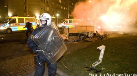 Police prepare for renewed rioting