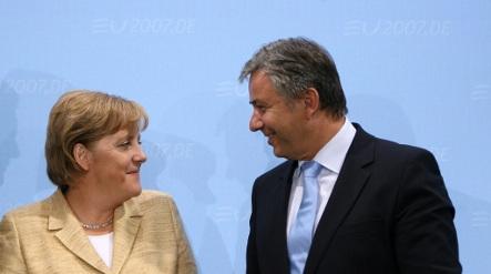Wowereit accuses Merkel of stupidity