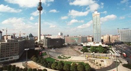 Berlin bans public drinking around Alexanderplatz