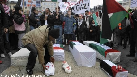 Thousands demonstrate against Gaza attacks