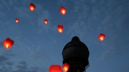 Holiday hot-air balloons spark UFO alarms