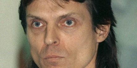 Paparazzi chase ex RAF terrorist Klar from theatre job
