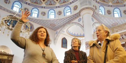 Visitors flood big new Duisburg mosque