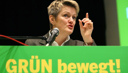 Künast wants Greens to commit to 'traffic-light' coalition