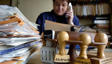 Baffled Germans get new bureaucracy helpline