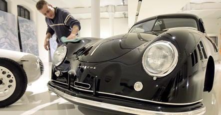 Emir of Qatar wants stake in Porsche