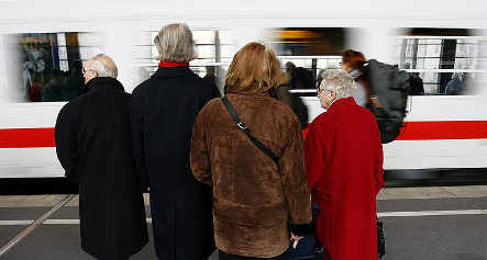 Passengers guaranteed refunds for late trains