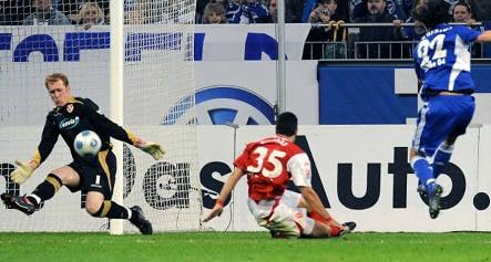 Cottbus offers fans refund after thrashing by Schalke