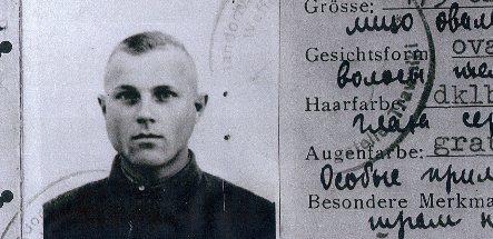 Ex-Nazi Demjanjuk wins stay of deportation from US