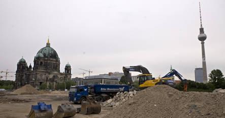 Bauhaus head trashes Berlin building plans