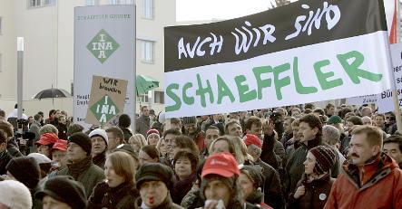 Unions warn of mass job losses in autumn